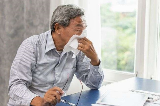 What are the signs and symptoms of MDR-TB?